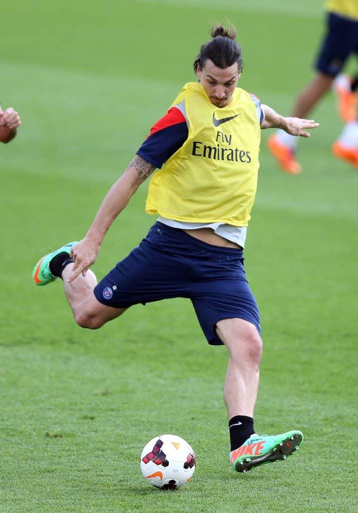 Zlatan_Ibrahimovic lining up a big shot