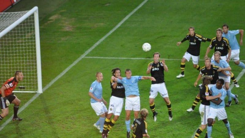 Heading a soccer ball from a cross e1576771098708