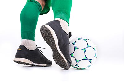 soccer player dribbling with toes