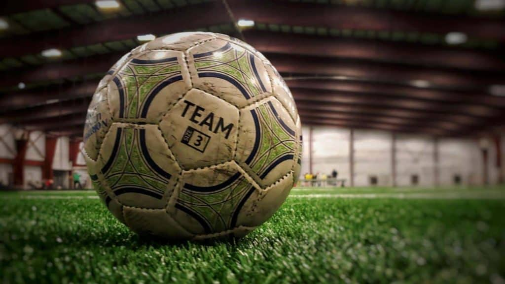 Soccer ball indoor soccer - Indoor soccer vs outdoor soccer rules