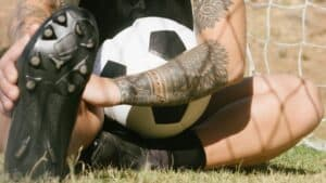 ○ Soccer players with flat feet: Sure-Footed ○ Soccer player touching wide flat cleats scaled e1603194912465