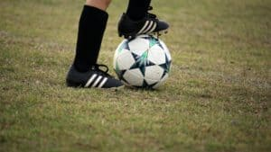 ○ Soccer players with flat feet: Sure-Footed ○ Soccer player standing with ball e1618774519798